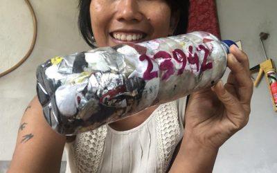 """Kunci plastik di botol dan dipakai untuk sesuatu yang berguna. Plastik tidak lagi mencemari. Tidak akan beracun. Tidak mengotori. Salam lestari! "" by Ani Himawati, Indonesia"